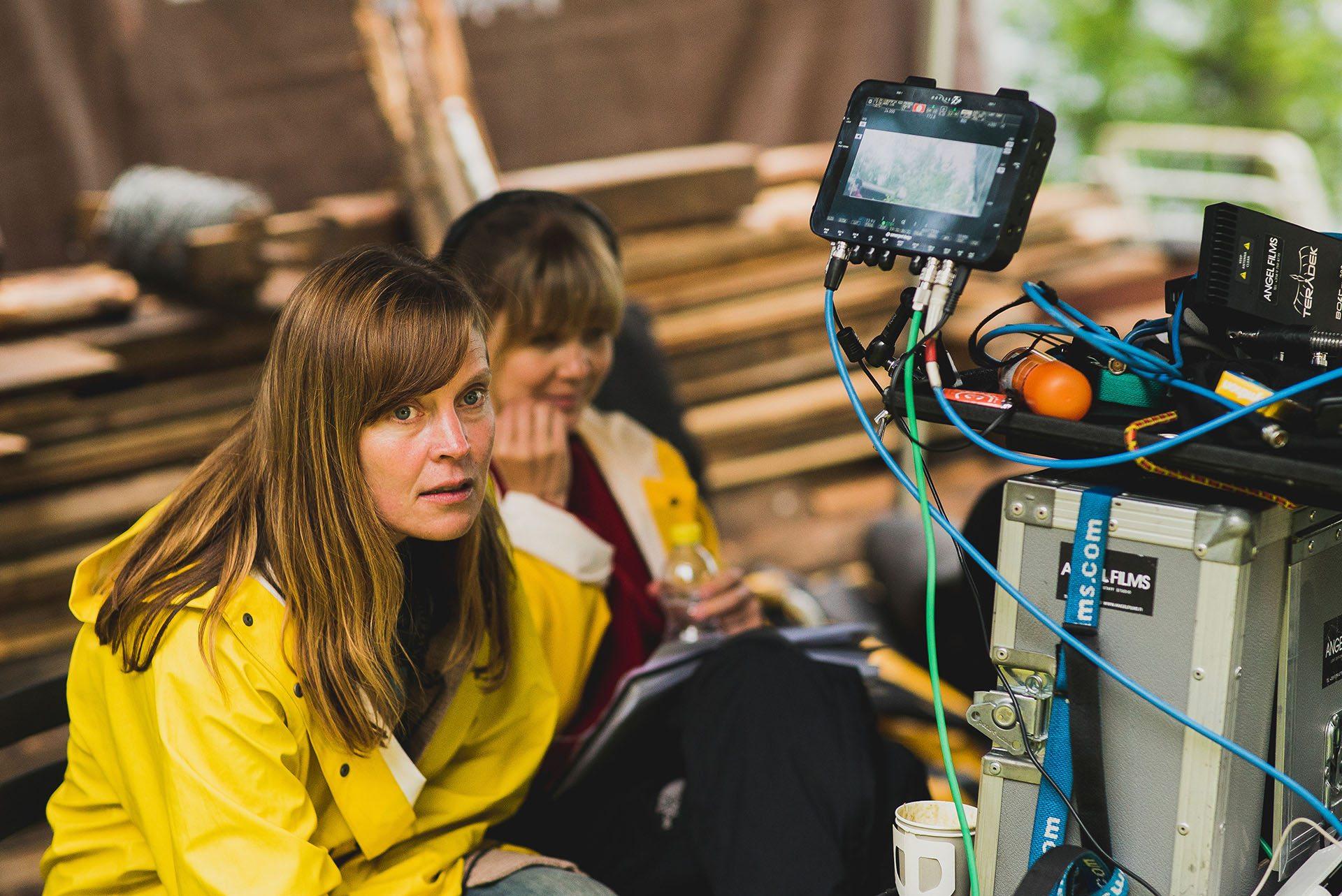 Making of. Ohjaaja Tiina Lymi ja kuvaussihteeri Maria Mononen Äkkilähtö-elokuvan kuvauksissa kesällä 2015. © Solar Films / Heikki Kivijärvi